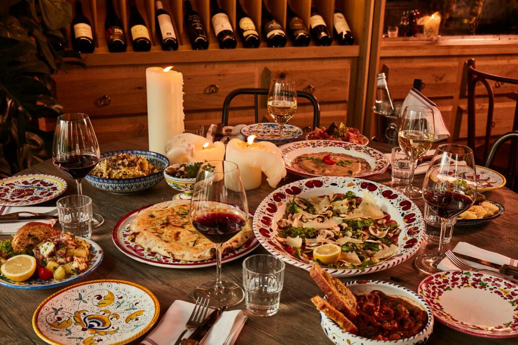 Marta_restaurant_münchen_schwabinger_tor_trattoria_bar_italienisch_italiener_abendessen_dinner_schick_wein_pasta_pizza_feinkost