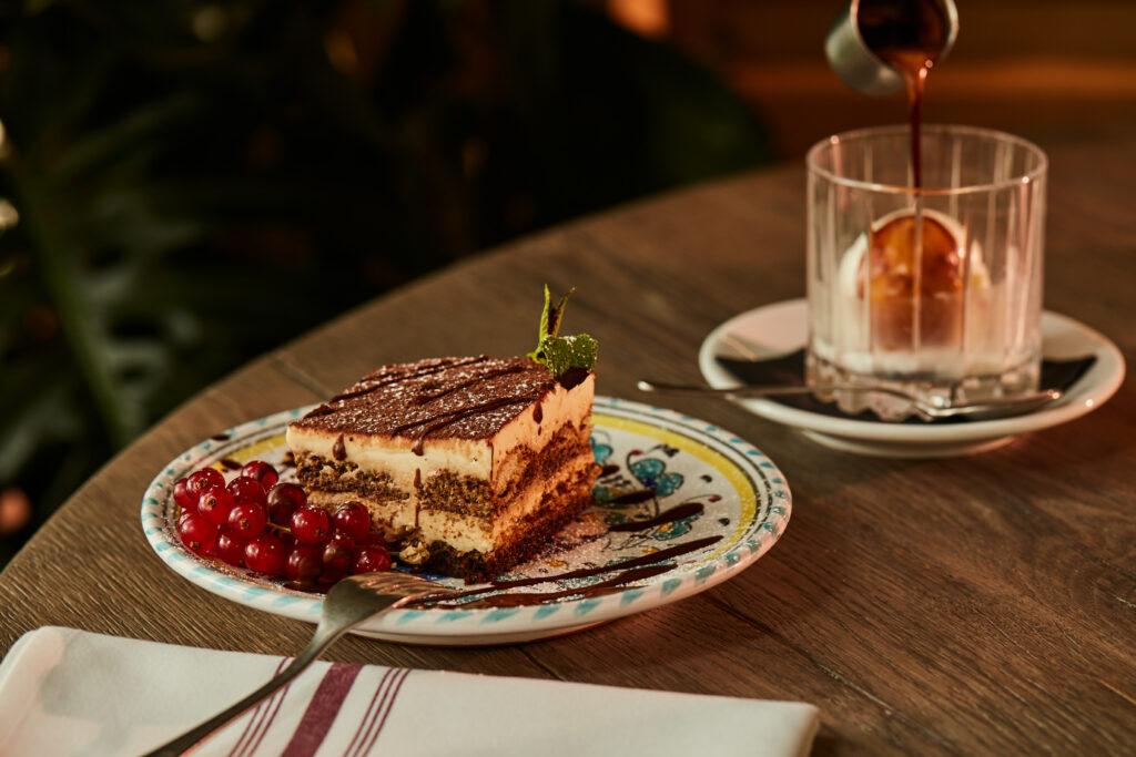 Marta_restaurant_münchen_schwabinger_tor_trattoria_bar_italienisch_italiener_frühstück_kuchen_café_cappuccino_breakfast