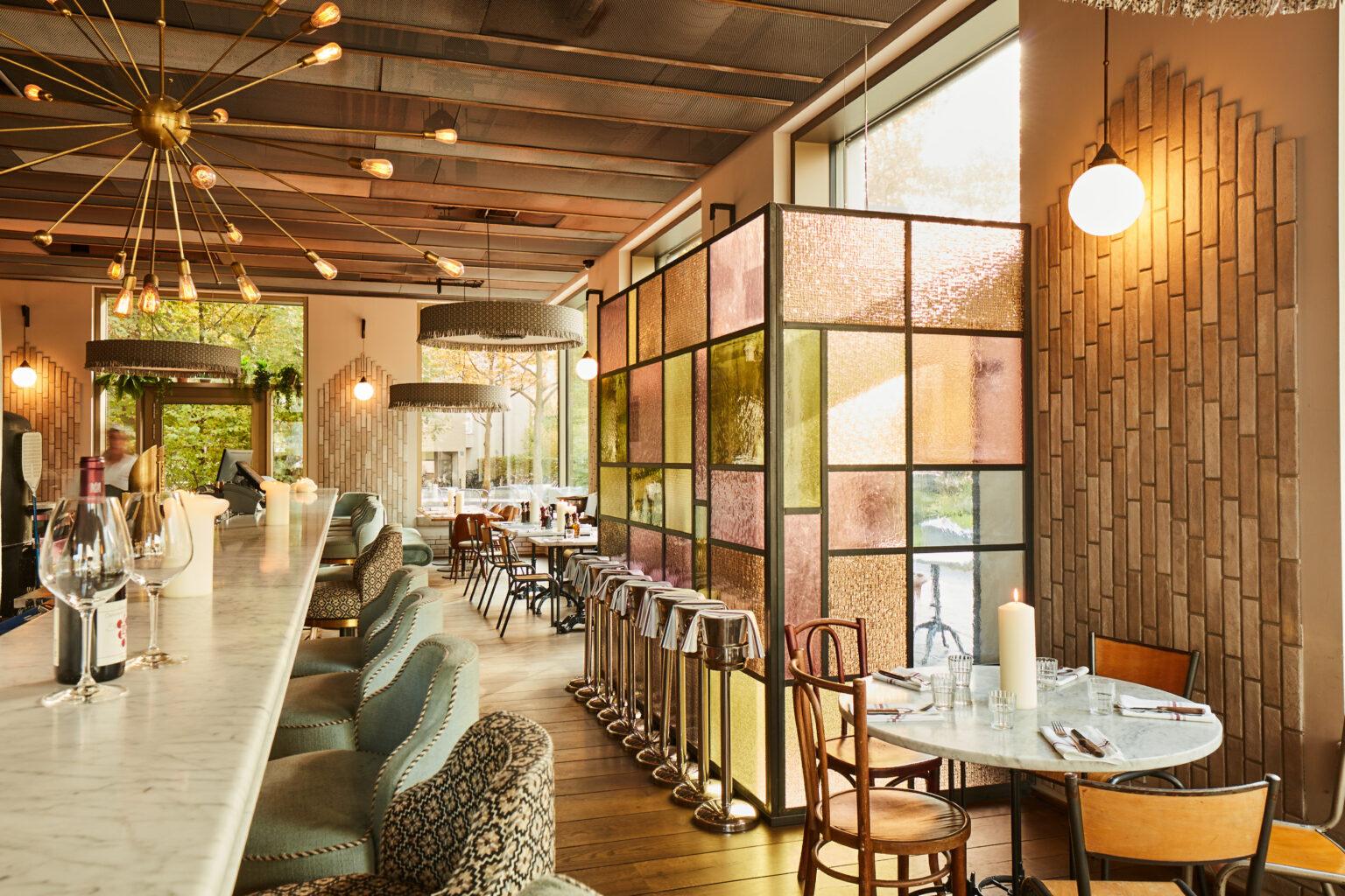 Marta_restaurant_münchen_schwabinger_tor_trattoria_bar_italienisch_italiener_mittagessen_abendessen_lunch_dinner_wein_feinkost_interior_schick_edel_angesagt_pastell