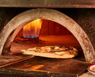 Marta_restaurant_münchen_schwabinger_tor_trattoria_bar_italienisch_italiener_mittagessen_abendessen_lunch_dinner_wein_feinkost_interior_schick_edel_angesagt_pizza_pasta_authentisch